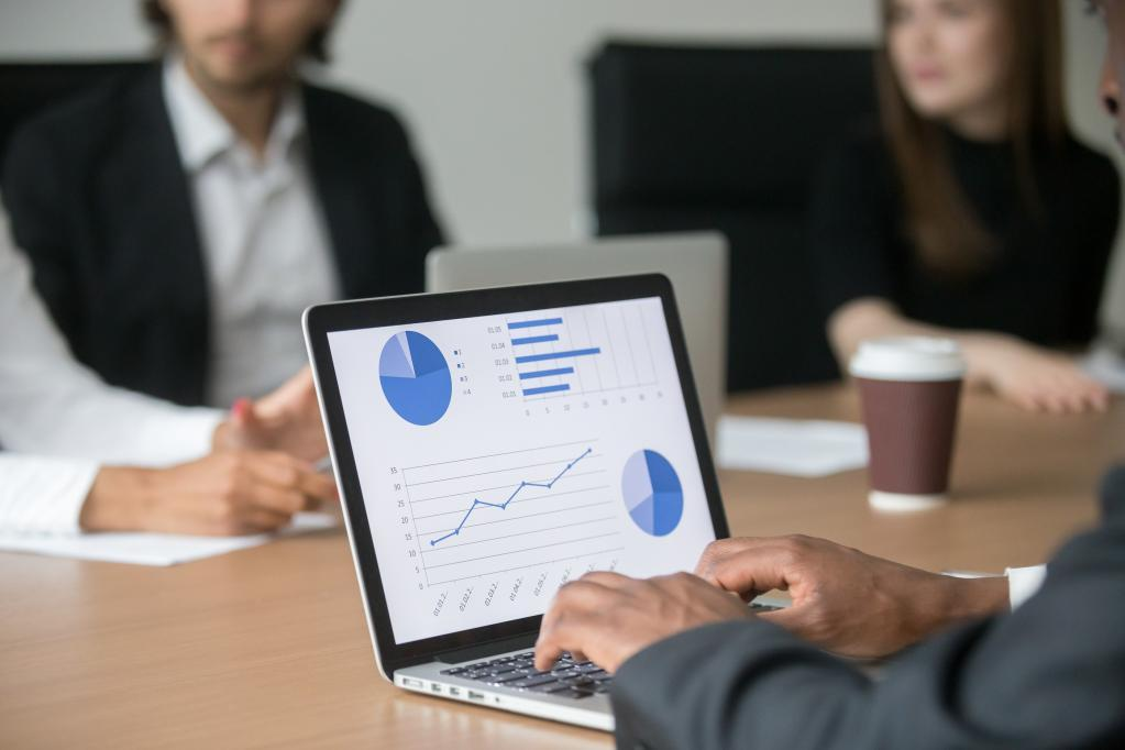 Specialized accounting software technology for financial data analysis